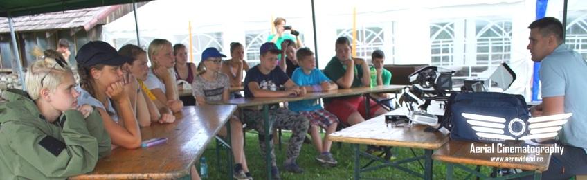 Droonikoolitus Noorkotkaste suvises suurlaagris